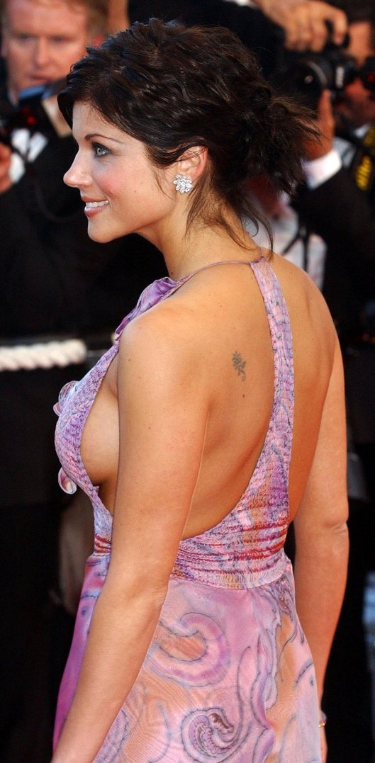 チラリどころかおっぱいポロンと飛び出してるハリウッド女優のメガハプニングwwwwwww(画像37枚)・32枚目
