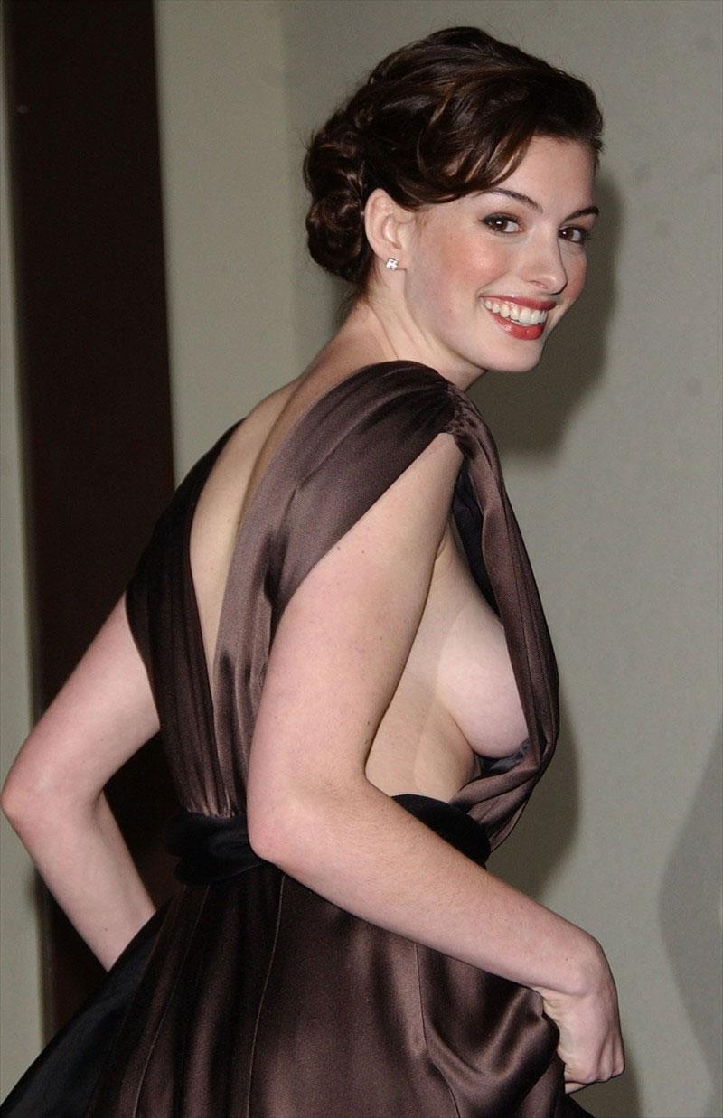 チラリどころかおっぱいポロンと飛び出してるハリウッド女優のメガハプニングwwwwwww(画像37枚)・36枚目