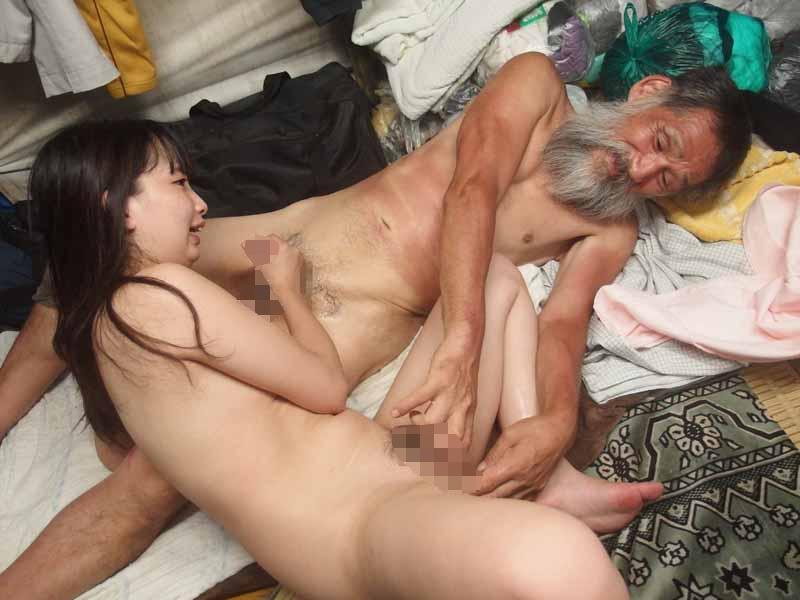 【性病注意】結婚初夜にホームレスに犯され(せ)た妻をご覧くださいwwwwwwww(画像あり)・4枚目