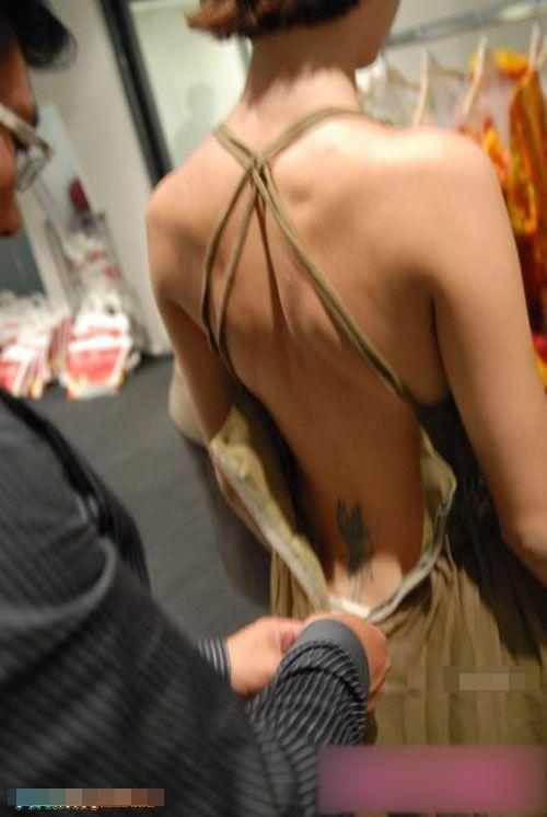 【巨乳あり】ファッションショーの裏側の様子をご覧くださいwwwwwwwwww(画像63枚)・45枚目