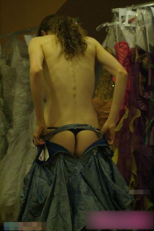 【巨乳あり】ファッションショーの裏側の様子をご覧くださいwwwwwwwwww(画像63枚)・5枚目