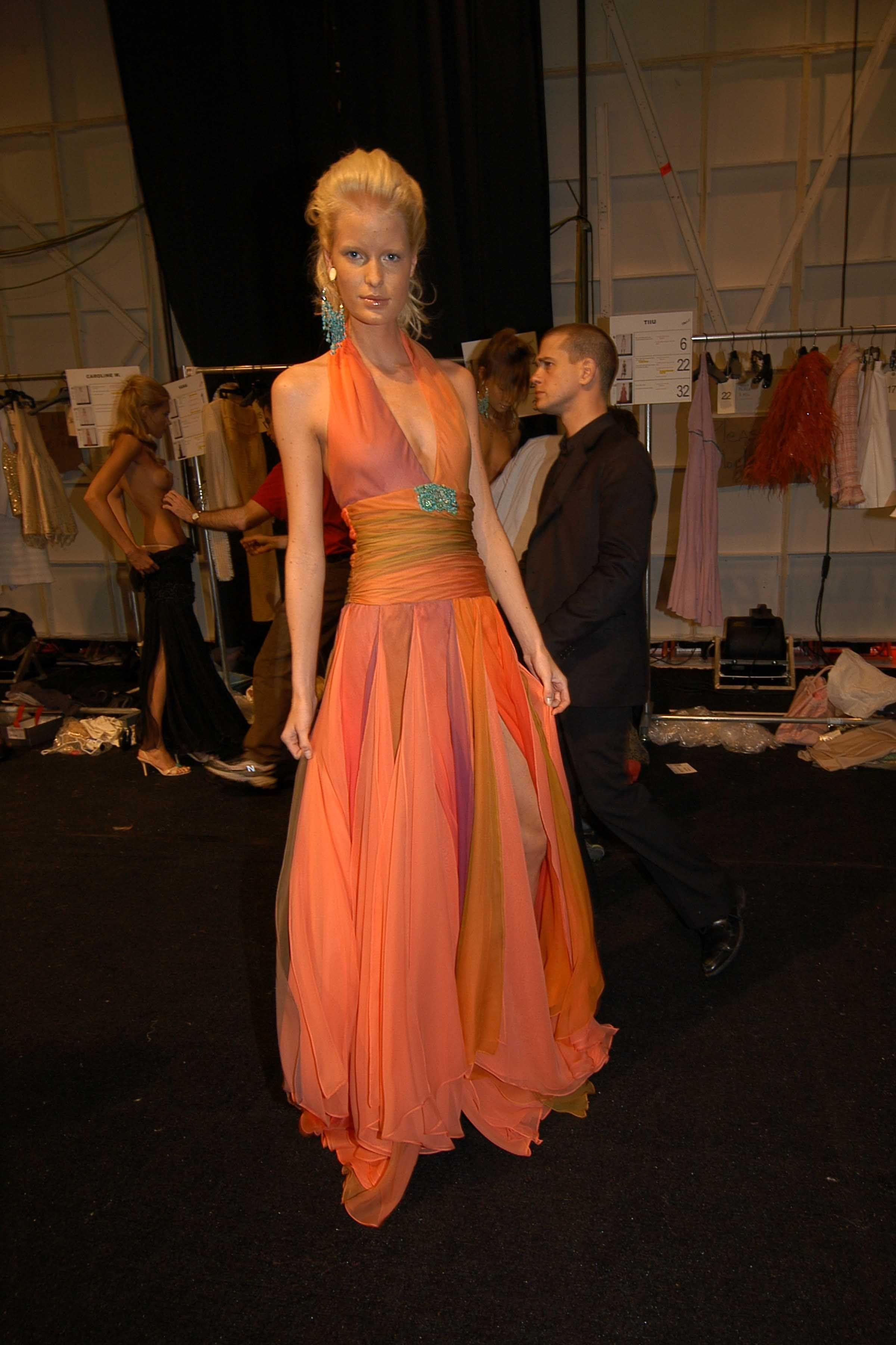 【巨乳あり】ファッションショーの裏側の様子をご覧くださいwwwwwwwwww(画像63枚)・50枚目