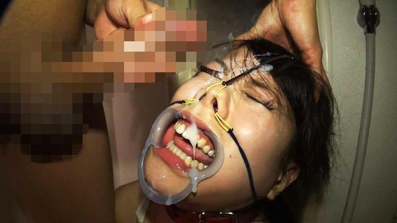 【鬼畜】開口器で広げらたままザーメンや尿を流し込まれてる上級者向けのSM画像集・6枚目