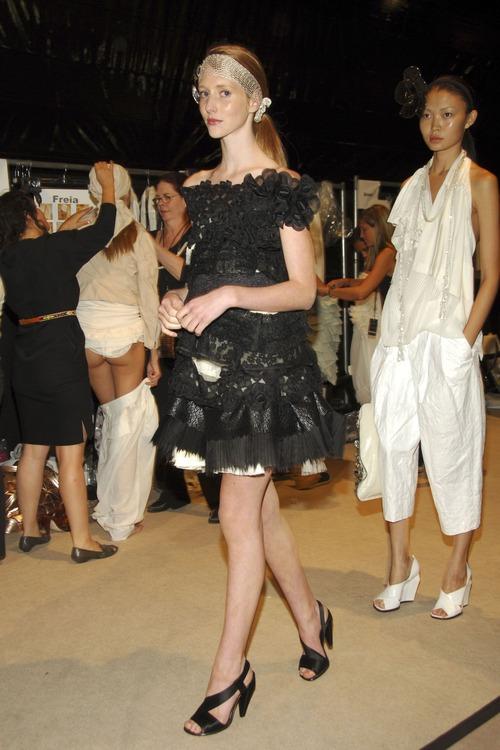 【巨乳あり】ファッションショーの裏側の様子をご覧くださいwwwwwwwwww(画像63枚)・61枚目