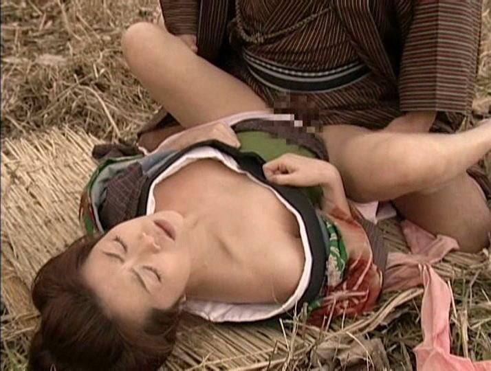 【エロ画像】この時代の女の子は犯されても文句言えない。。・8枚目