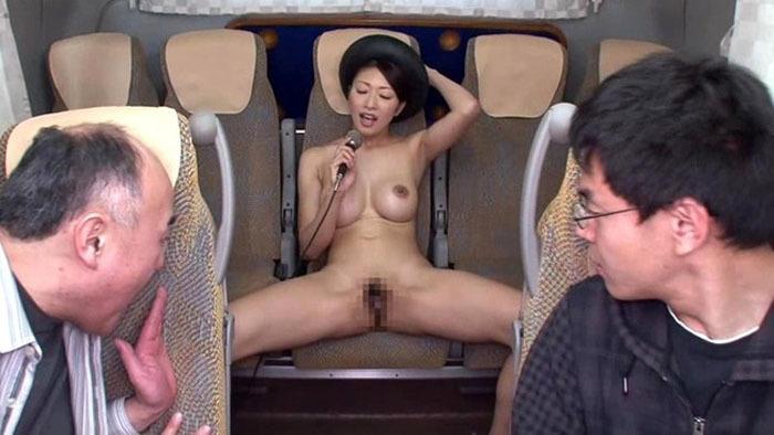【驚愕】観光バスのお姉さんの過激すぎる露出プレイwwwwwwwww(画像あり)・10枚目