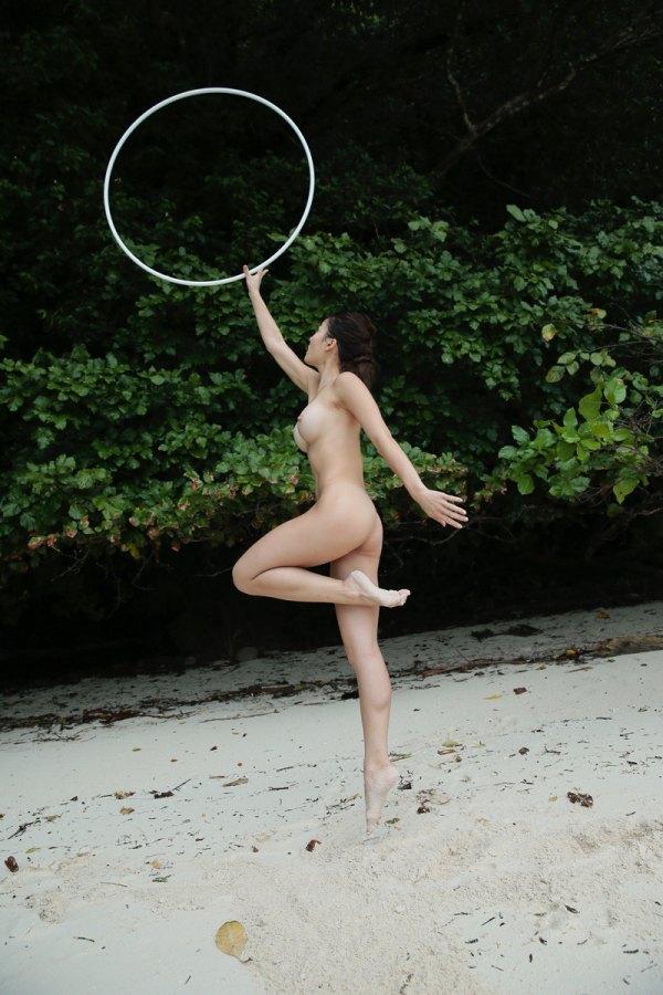 【激写】裸で割と本気でスポーツしてる露出狂ワロタwwwwwwww(画像あり)・10枚目