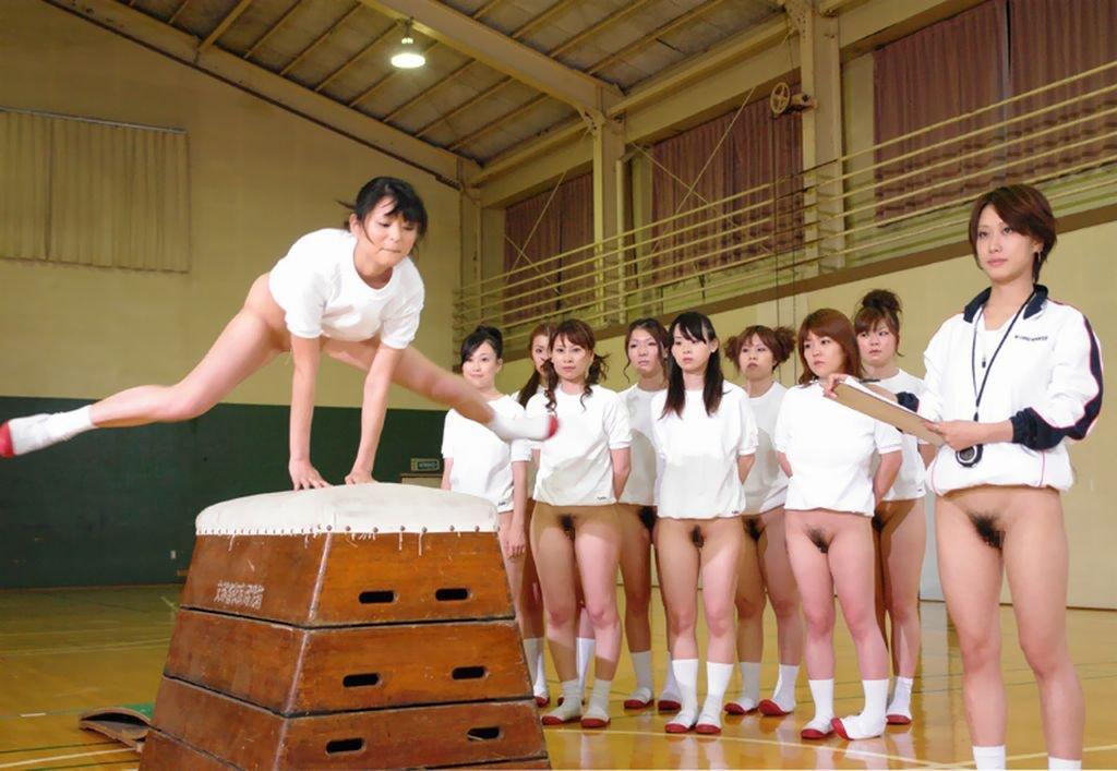【激写】裸で割と本気でスポーツしてる露出狂ワロタwwwwwwww(画像あり)・16枚目
