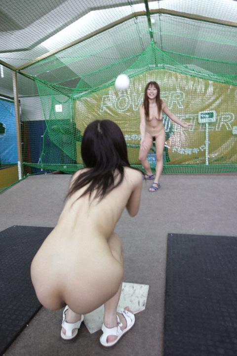 【激写】裸で割と本気でスポーツしてる露出狂ワロタwwwwwwww(画像あり)・17枚目