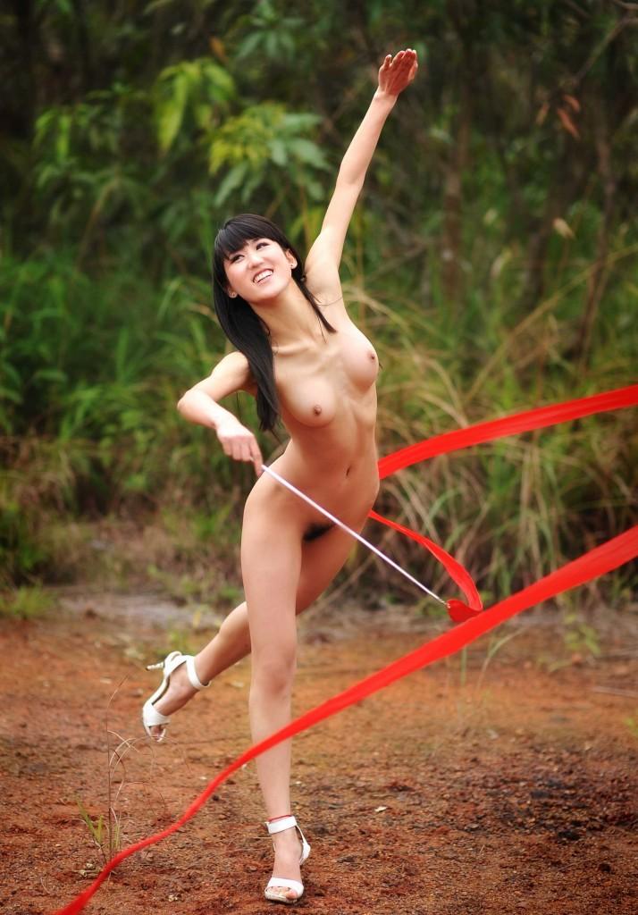 【激写】裸で割と本気でスポーツしてる露出狂ワロタwwwwwwww(画像あり)・19枚目