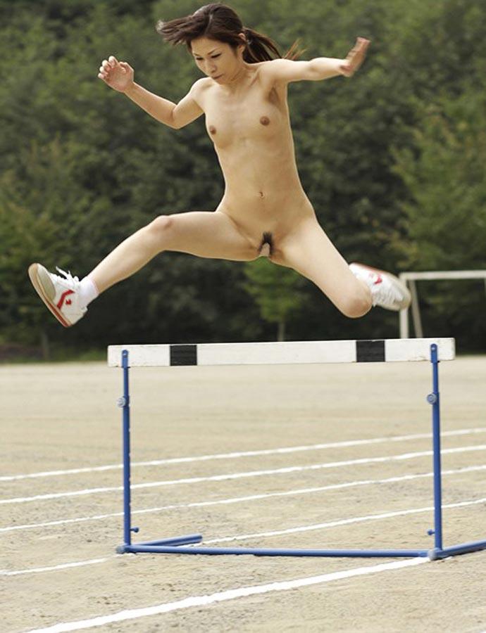 【激写】裸で割と本気でスポーツしてる露出狂ワロタwwwwwwww(画像あり)・2枚目