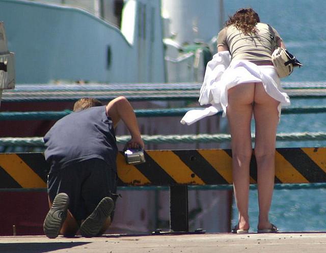 【盗撮犯盗撮】スカート盗撮犯、ネットの恐ろしさを知る・・・・・・・・・(画像25枚)・2枚目