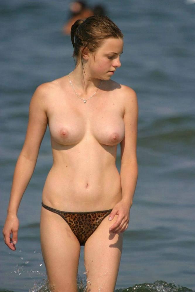 ヌーディストビーチにいる若者だけを本気で集めた結果wwwwwww(画像大量)・21枚目