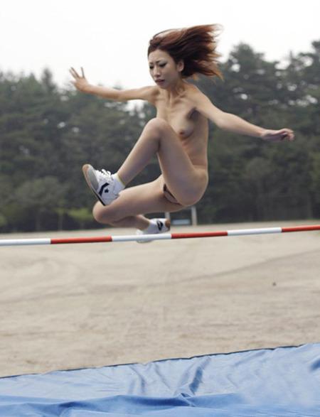 【激写】裸で割と本気でスポーツしてる露出狂ワロタwwwwwwww(画像あり)・24枚目