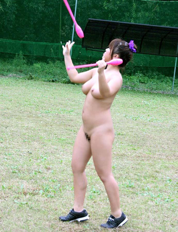 【激写】裸で割と本気でスポーツしてる露出狂ワロタwwwwwwww(画像あり)・25枚目