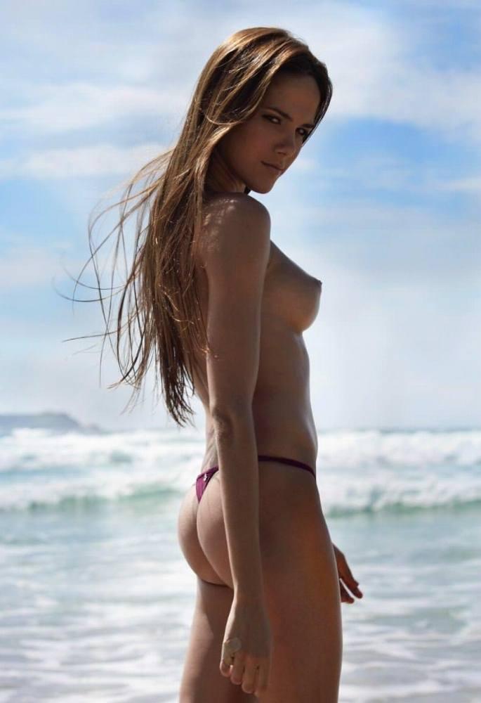 ヌーディストビーチにいる若者だけを本気で集めた結果wwwwwww(画像大量)・27枚目