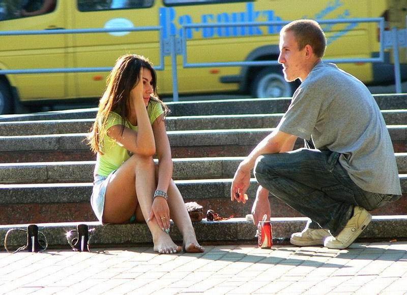海外では女の子がチラチラおまんこを見せつけてくるんだがwwwwwwwwww(※画像あり)・30枚目