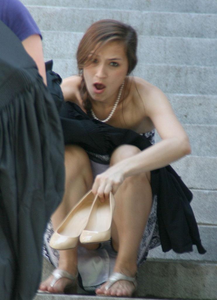 海外では女の子がチラチラおまんこを見せつけてくるんだがwwwwwwwwww(※画像あり)・33枚目