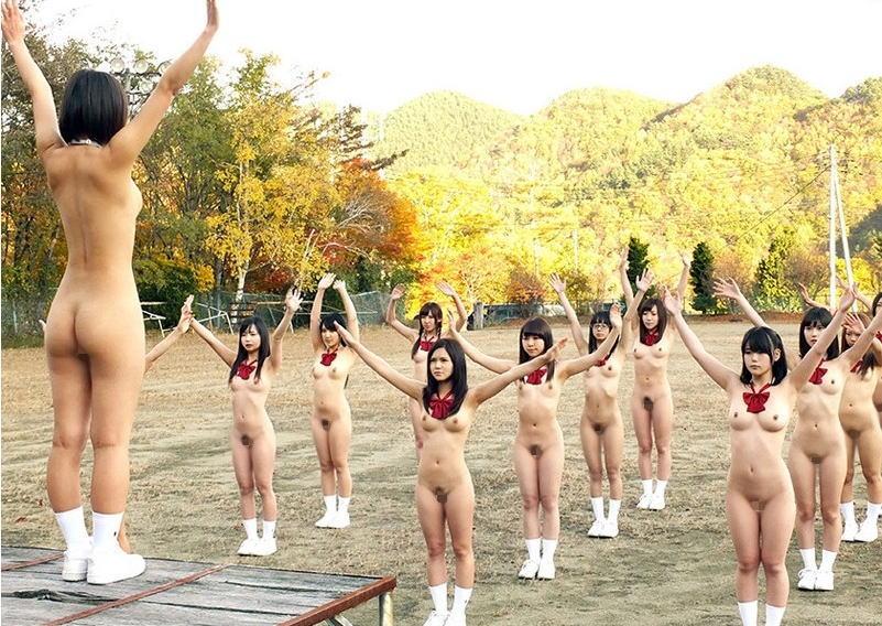 【激写】裸で割と本気でスポーツしてる露出狂ワロタwwwwwwww(画像あり)・8枚目