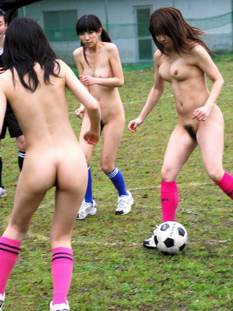 【激写】裸で割と本気でスポーツしてる露出狂ワロタwwwwwwww(画像あり)・9枚目