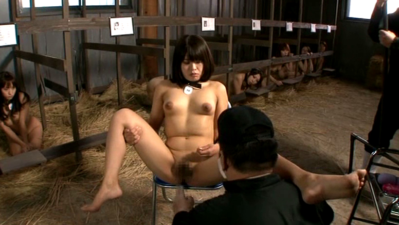 性奴隷として買われたオンナ、家畜以下でドン引き・28枚目