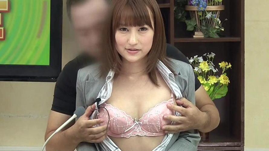 【画像あり】本番中にあった女子アナへのイタズラ行為がコチラwwwwwwwww・24枚目