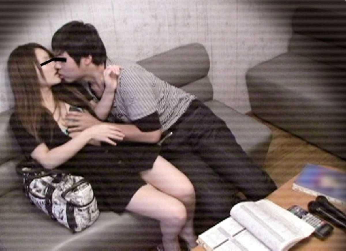 カラオケボックスで隠し撮りされた女さん、エッチな姿をネットに晒される・・・・10枚目
