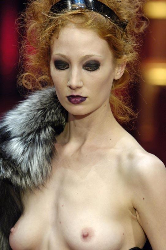【保尊不可避】ファッションショーのモデルさん乳首ビンビンで登場wwwwwwwwww(画像あり)・11枚目