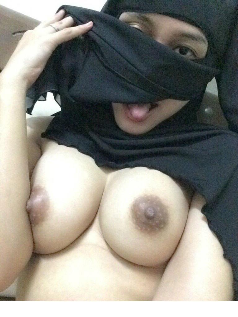 【勃起不可避】普段顔を隠しているイスラムまんさん、SNSでオカズをご提供wwwwww・14枚目
