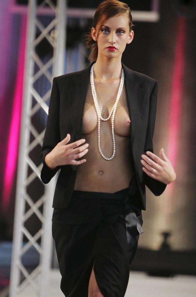 【保尊不可避】ファッションショーのモデルさん乳首ビンビンで登場wwwwwwwwww(画像あり)・14枚目