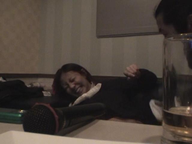 カラオケボックスで隠し撮りされた女さん、エッチな姿をネットに晒される・・・・16枚目