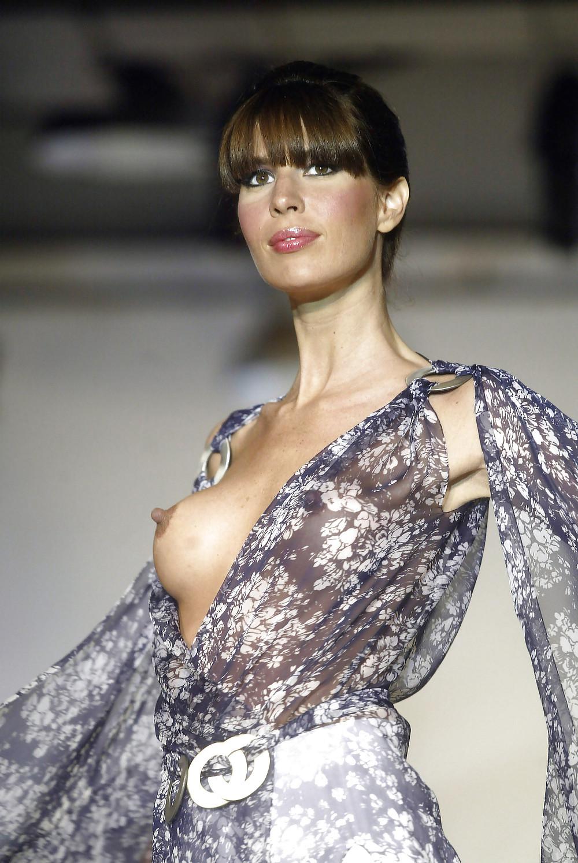 【保尊不可避】ファッションショーのモデルさん乳首ビンビンで登場wwwwwwwwww(画像あり)・17枚目