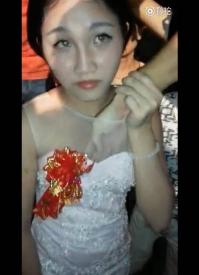 中国の結婚式の伝統風習、もはやレイプにしか見えない件wwwwwww(GIFあり)・17枚目