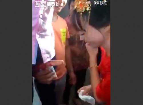 中国の結婚式の伝統風習、もはやレイプにしか見えない件wwwwwww(GIFあり)・22枚目