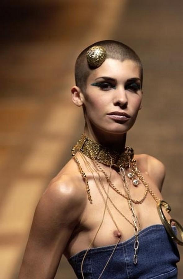 【保尊不可避】ファッションショーのモデルさん乳首ビンビンで登場wwwwwwwwww(画像あり)・30枚目
