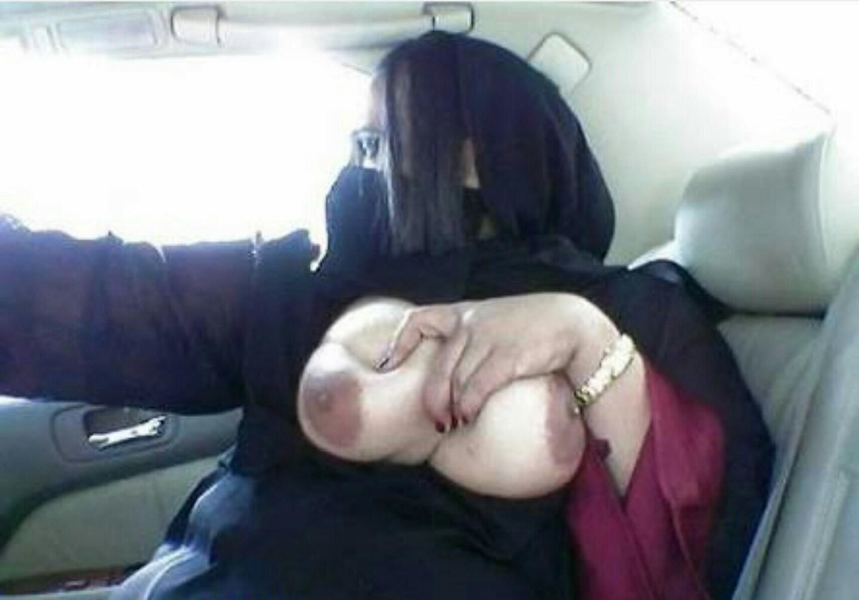 【勃起不可避】普段顔を隠しているイスラムまんさん、SNSでオカズをご提供wwwwww・33枚目