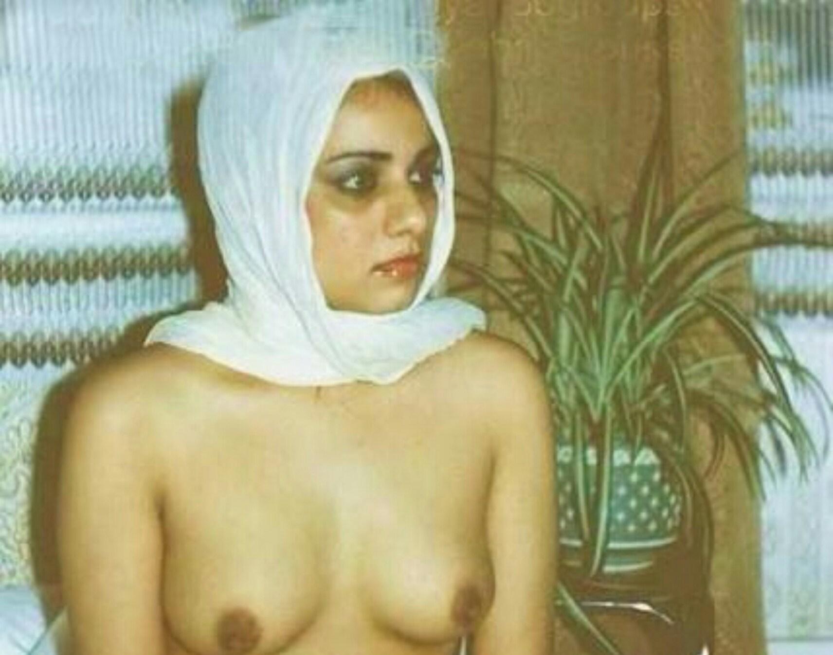 【勃起不可避】普段顔を隠しているイスラムまんさん、SNSでオカズをご提供wwwwww・5枚目