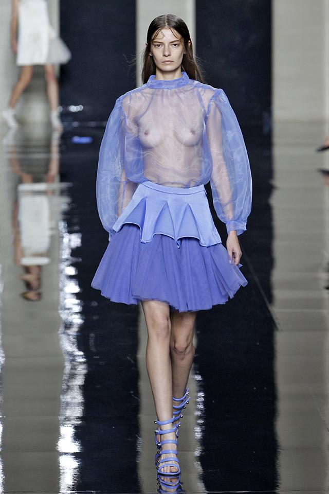 【保尊不可避】ファッションショーのモデルさん乳首ビンビンで登場wwwwwwwwww(画像あり)・9枚目