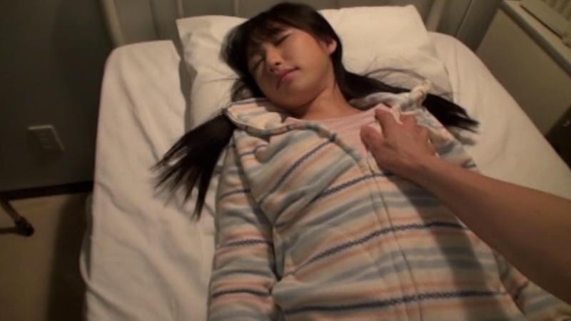 寝てる女にイタズラするの楽しすぎワロタwwwwwww(画像あり)・25枚目