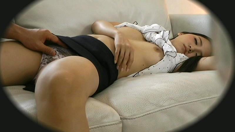 寝てる女にイタズラするの楽しすぎワロタwwwwwww(画像あり)・5枚目
