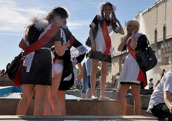 卒業式でメイド姿になるロシアの女学生がくっそエ口すぎるんだがwwwww(勃起確定)・14枚目