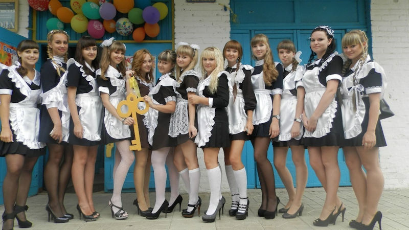 卒業式でメイド姿になるロシアの女学生がくっそエ口すぎるんだがwwwww(勃起確定)・15枚目