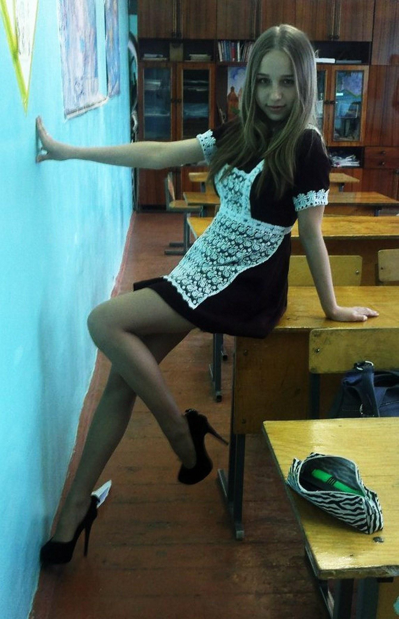 卒業式でメイド姿になるロシアの女学生がくっそエ口すぎるんだがwwwww(勃起確定)・16枚目