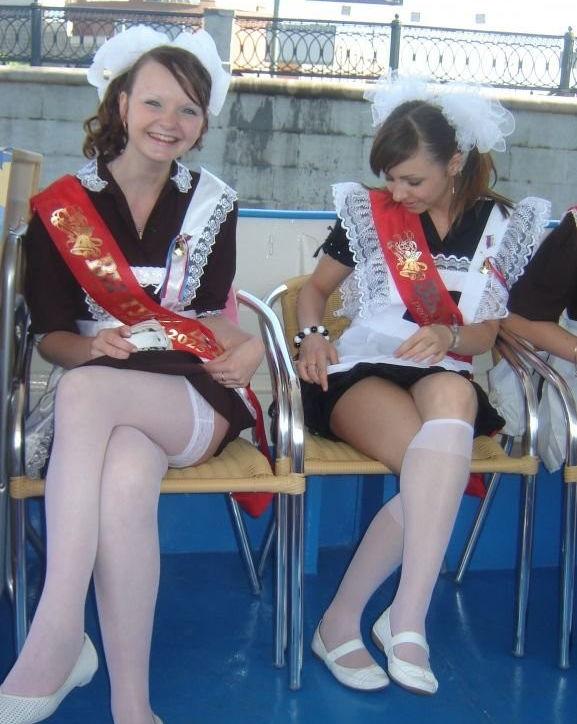 卒業式でメイド姿になるロシアの女学生がくっそエ口すぎるんだがwwwww(勃起確定)・19枚目