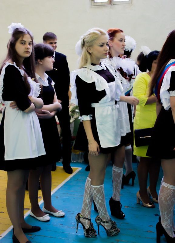 卒業式でメイド姿になるロシアの女学生がくっそエ口すぎるんだがwwwww(勃起確定)・26枚目