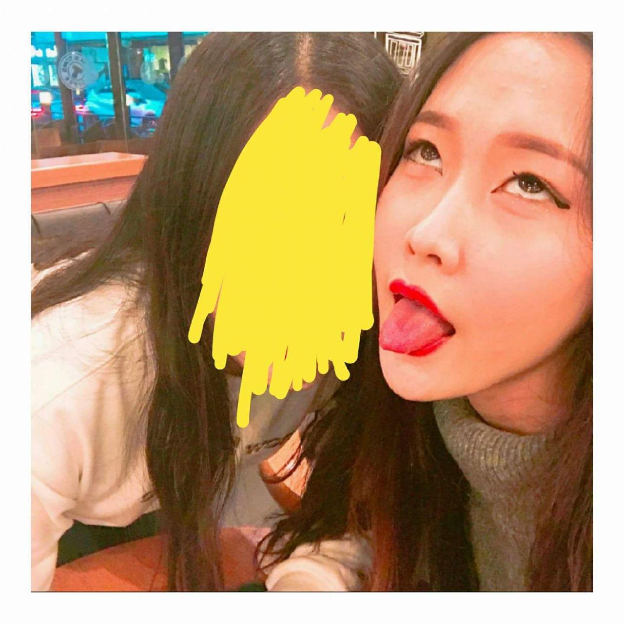 韓国の若者の間でアヘ顔自撮りが流行中らしい・・・・・(画像あり)・3枚目