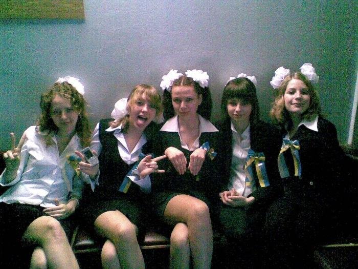 卒業式でメイド姿になるロシアの女学生がくっそエ口すぎるんだがwwwww(勃起確定)・31枚目
