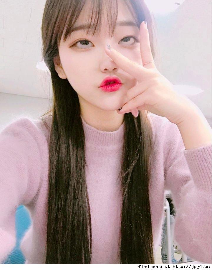 韓国の若者の間でアヘ顔自撮りが流行中らしい・・・・・(画像あり)・5枚目