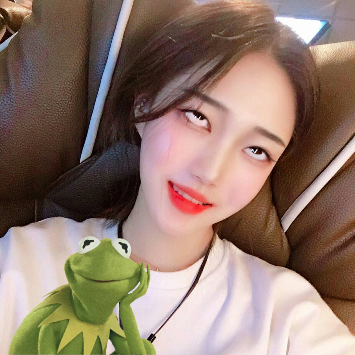 韓国の若者の間でアヘ顔自撮りが流行中らしい・・・・・(画像あり)・6枚目