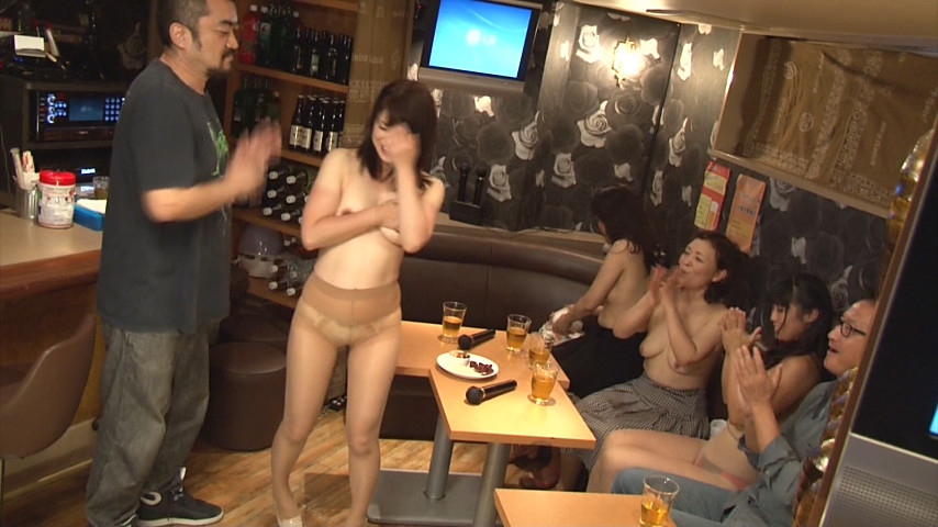 喜んで性的サービスをするスナックの熟女たち・・・(画像22枚)・1枚目